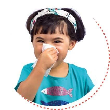 Criança assoando nariz, likluc